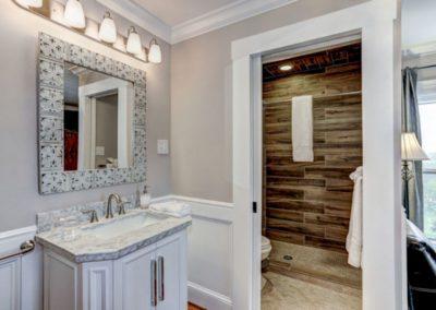 Bathroom Overlook Room Mayneview Luray VA