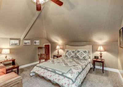 Bedroom of the Edwards Suite at the Mayneview Luray Va