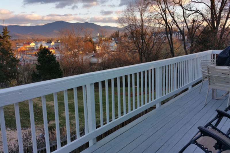 Deck Mayneview Cottage in Luray VA