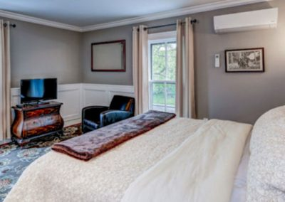 Shenandoah Guest Room at the Mayneview in Luray VA